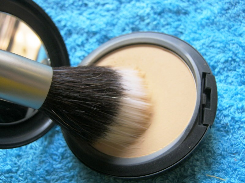 mac studio fix powder plus foundation nc40 review swatch
