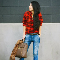 Casual-Outfit-with-Plaid-Shirt